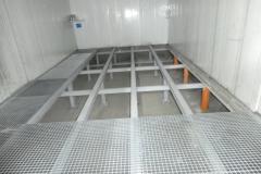 Kratowa podłoga lakierni samochodowej